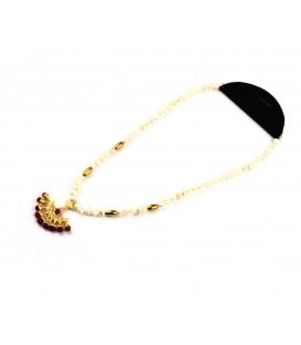 Regulowany naszyjnik z japońskich pereł i karneolu o długości 45 cm z orientalnym wachlarzem